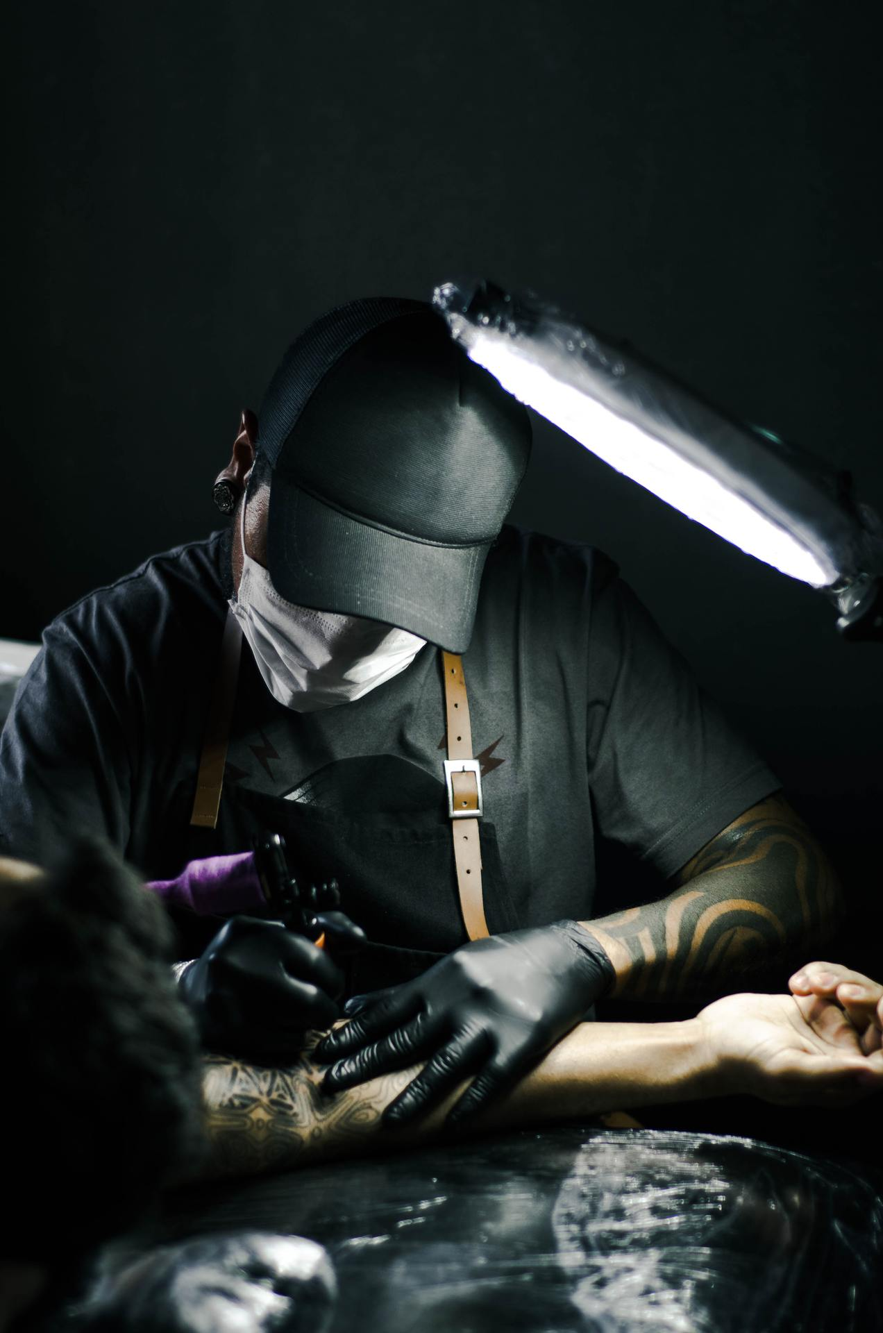 Praca tatuatora od zaplecza
