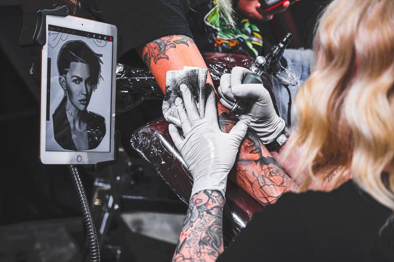 Jak przygotować się do zrobienia tatuażu