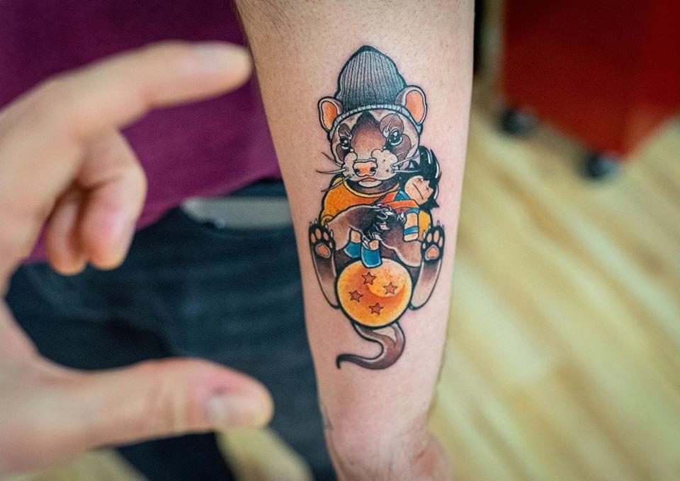 Mały kolorowy tatuaż
