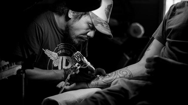 Tatuowanie osoby