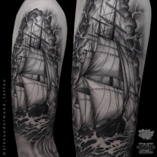 Statek z żaglami wykonany dotworkiem