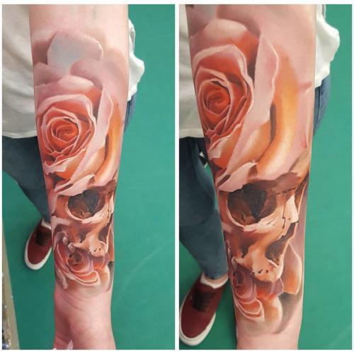 Róża z czaszką
