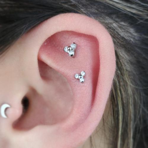 Podwójne przekłucie chrząstki ucha