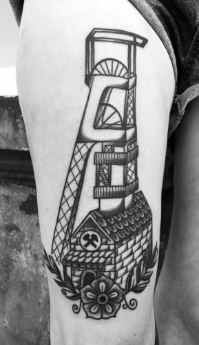 Tatuaż tradycyjny z motywem górniczym